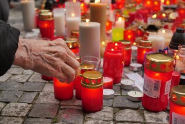 Březen byl nejhorší měsíc v historii co do počtu úmrtí. Nejvíce umírali šedesátníci a sedmdesátníci
