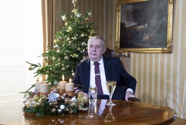 Prezident Miloš Zeman ve svém vánočním poselství vyzval, aby se lidé nechali očkovat