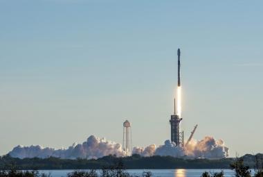 SpaceX poslal do kosmu další várku satelitů Starlink. Už jich tam je přes tisíc