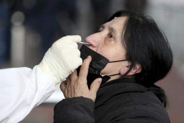Imunita po prodělaném covidu přetrvává minimálně půl roku, ukazuje studie z Rakouska