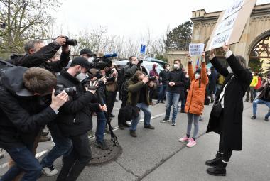 Munice z Vrbětic měla vybuchnout v jiné zemi, potvrdil Hamáček. Babiš slíbil odtajnění vyšetřování