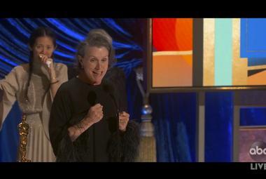 Oscara za nejlepší film má Země nomádů, herecké ceny si odnesli Hopkins a McDormandová