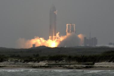 Muskova raketa Starship má za sebou první úspěšný let. V budoucnu by měla létat na Mars