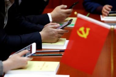 Čínští internetoví trollové cílí na kritiky doma i v zahraničí. Výpady často šíří státní instituce