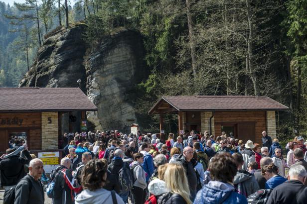 Poláci ve státní svátek znovu ucpali Adršpach. Byl proto uzavřen hraniční přechod