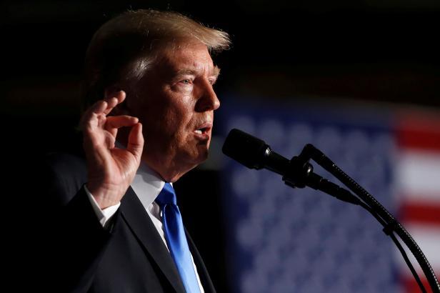 USA obvinily 13 Rusů a tři firmy z vměšování do prezidentských voleb