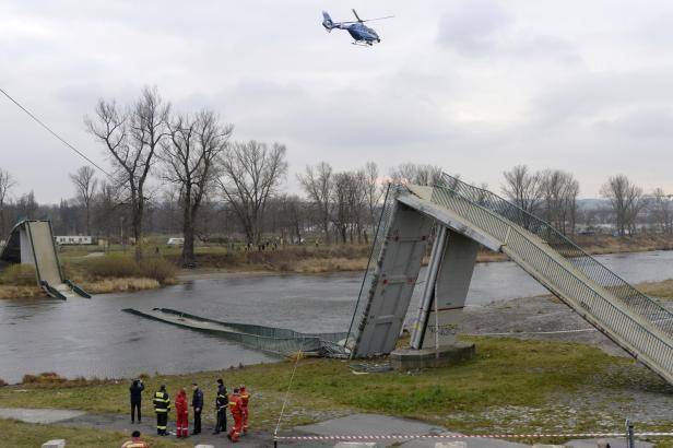 Přívoz místo spadlé lávky chce mít Praha do Vánoc, dostala již dvě nabídky