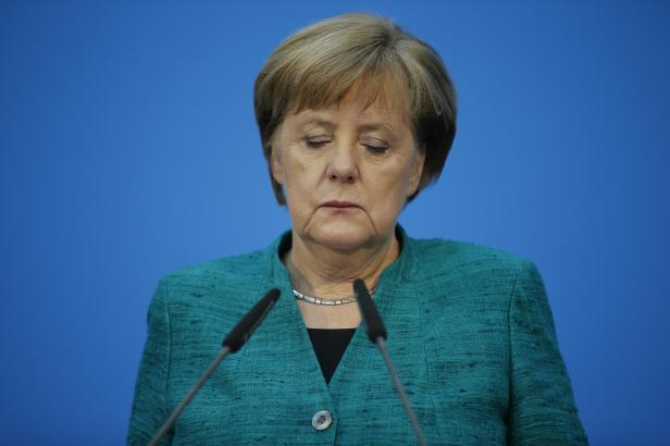 Státy, které chtějí unijní peníze, musejí být solidární v otázce migrace, otočila Merkelová