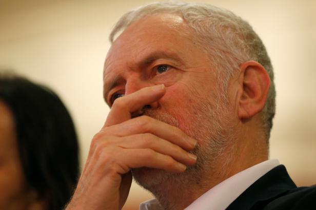 Britský tisk stále žije aférou Corbyna. StB musela věřit, že je komunistický sympatizant, říká exšéf MI6