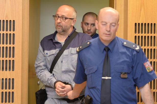 Vrah Mikuš, který pohřbil ženu na dně Orlíku, může předčasně z vězení