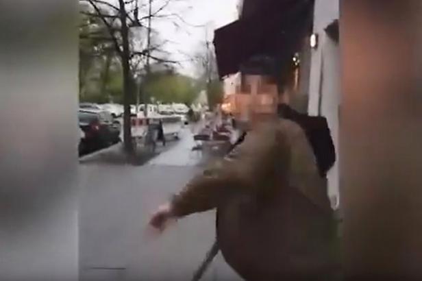 Útočníci v Berlíně napadli dvojici mladíků s jarmulkami. Napadený později přiznal, že šlo o pokus