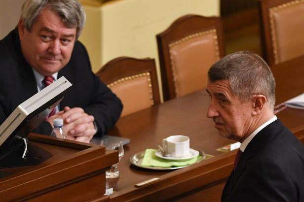Babiš se sejde s Filipem. Mluvit budou o výhradách komunistů k rozpočtu nebo ministrům