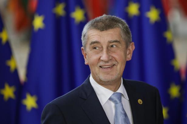 Zastavení dotací se týká jen Agrofertu, ujistili ministři i Brusel. Česko o jejich proplacení ani nepožádá