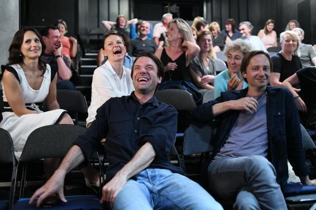 Zkáza Dejvického divadla se blíží. Nový seriál exkluzivně uvedou vybraná kina