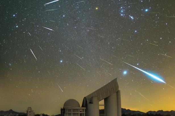 Noc nad Českem rozzáří meteorický roj Geminidy, nedaleko od něj navíc bude vidět zelená kometa