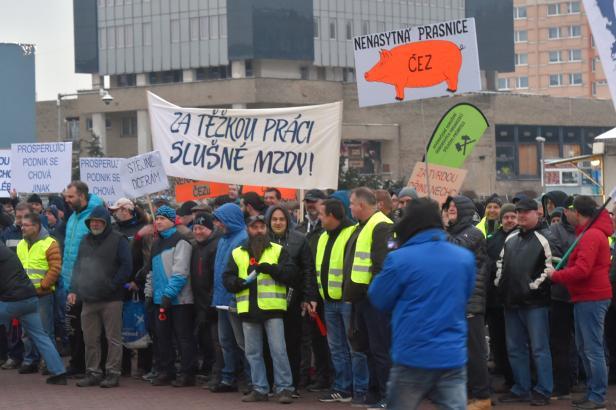 Zaměstnanci Severočeských dolů demonstrovali za vyšší nárůst mezd
