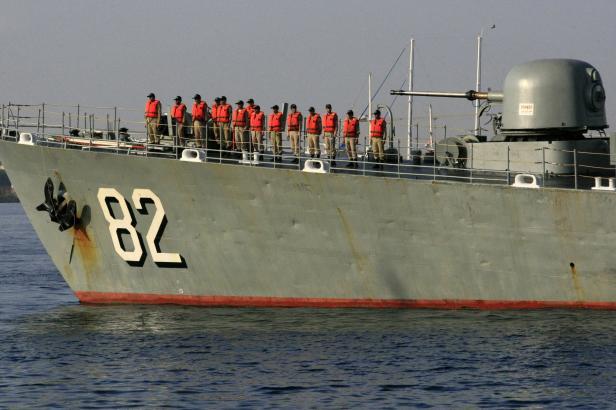 Demonstrace síly v Hormuzském průlivu. Írán testuje odpalování raket z nové ponorky