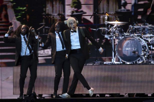 Brit Awards ocenily kapelu The 1975, bodoval i Calvin Harris