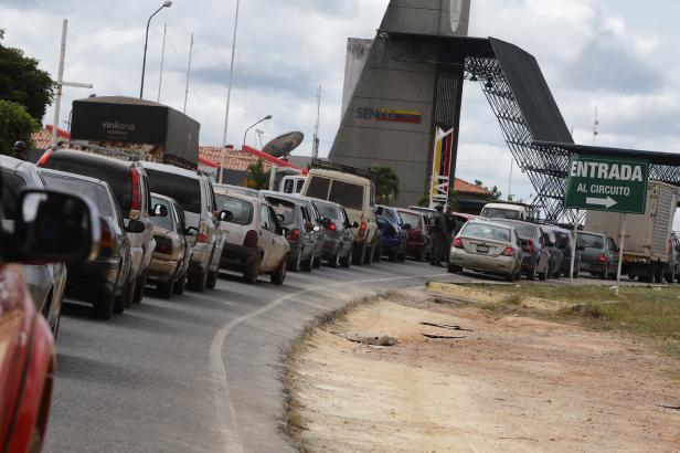 Venezuela uzavřela hranice s Brazílií. Podle ruské diplomacie chtějí USA dodat zbraně opozici