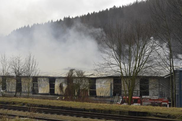 V Chrastavě hořelo v průmyslovém areálu, hasiči vyhlásili nejvyšší stupeň poplachu
