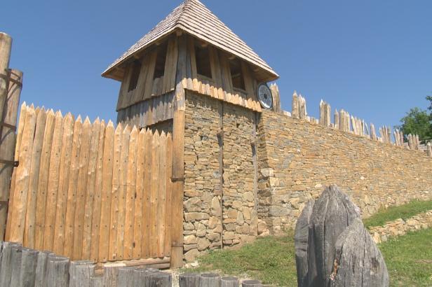 Opevnění jako za Velkomoravské říše dokončili v archeoskanzenu na Slovácku