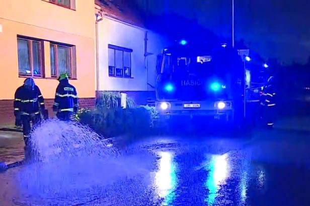 Česko zasáhly bouřky, hasiči vyjížděli k několika stovkám událostí