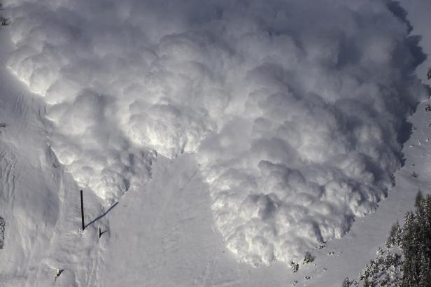 Českého lyžaře zabila v tyrolských Alpách lavina. Přehlédl okraj sjezdovky