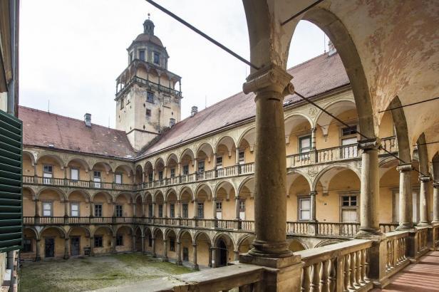 Ministerstvo kultury podporuje umístění Muchovy epopeje na Moravu. O penězích ale zatím nerozhodlo