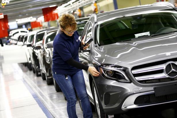Prodej nových aut v EU v listopadu klesl o osm procent