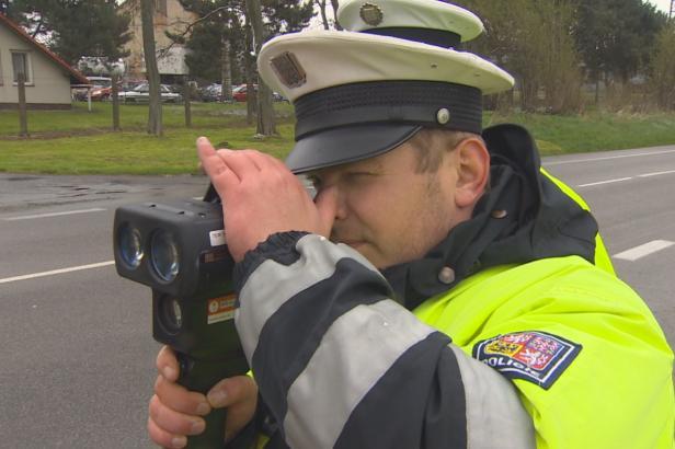 Policie začala měřit rychlost na stovkách míst vybraných lidmi. Zveřejnila seznam, kde bude číhat