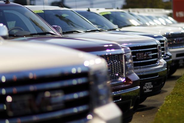 Čína od ledna na tři měsíce zruší dodatečná cla na auta z USA