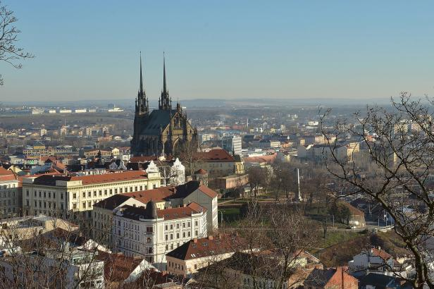 Brno má schválený rozpočet se schodkem 2,8 miliardy. Projídáte zásoby, kritizuje opozice