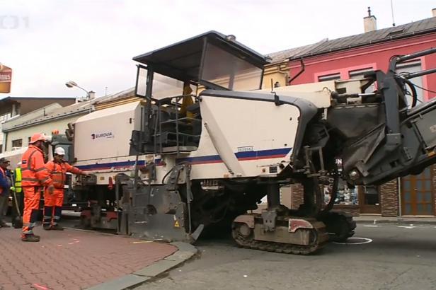 Přerov zasáhly dopravní komplikace. Opravuje se Čechova ulice a rondely