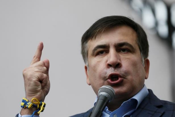 Saakašvili umí velká gesta. Zatímco v Gruzii už mu nevěří, pro táborníky v Kyjevě je vzorem