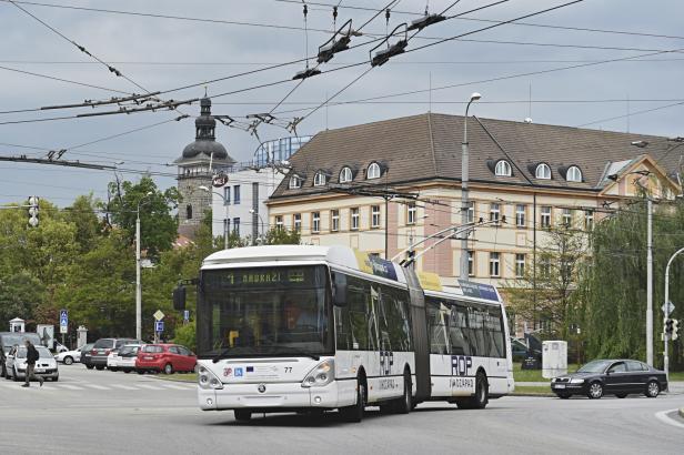 Budějovický dopravní podnik zrušil krátkodobé jízdenky, mnoha cestujícím tak zdražil