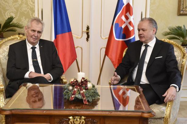 Zeman přijel na návštěvu Slovenska, svou poslední zahraniční cestu v tomto funkčním období
