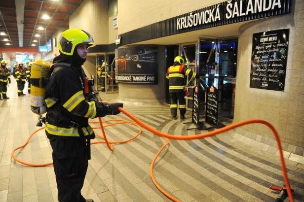 Na Hlavním nádraží hořelo: 600 lidí muselo opustit vstupní halu