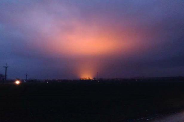 Mordor na Prostějovsku. Večerní oblohu narušila extrémně jasná záře