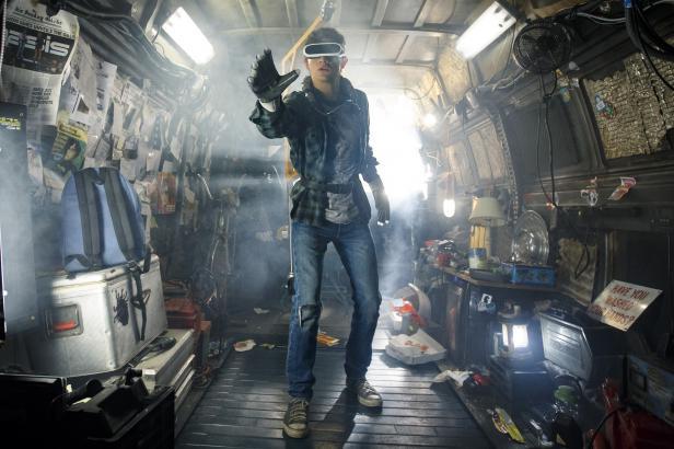 Filmová upoutávka týdne: Spielberg se noří do virtuální reality a oživuje popkulturní legendy