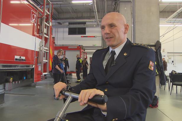 Nadace REGI Base pomáhá třem hasičům z Královéhradeckého kraje. První už má speciální vozík