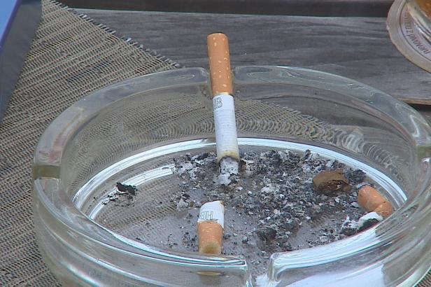 Zákaz kouření v restauracích platí dál, Ústavní soud však v zákoně přesto škrtal