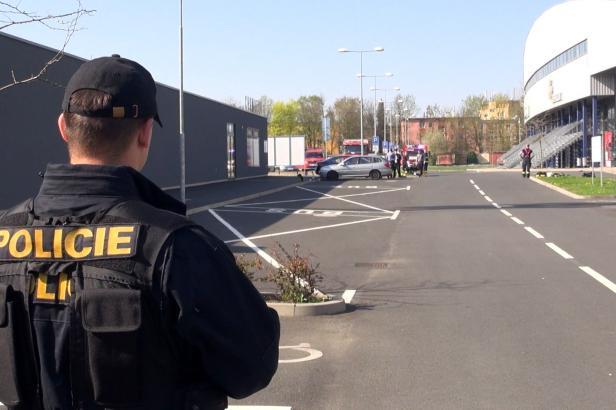 Kvůli úniku čpavku na chomutovském stadionu musela být evakuována více než stovka lidí