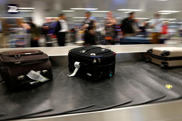 Zbloudilých zavazadel při létání ubylo. V budoucnu mohou být pod větší kontrolou pasažérů