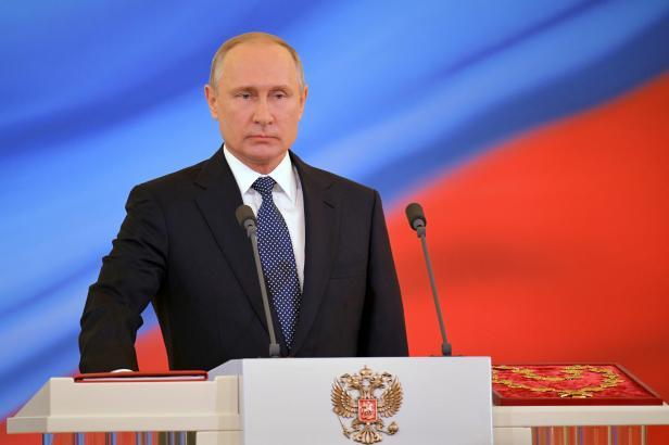 Putin zaskočí na veselku rakouské ministryně zahraničí. Vídeň s Moskvou utužují vztahy