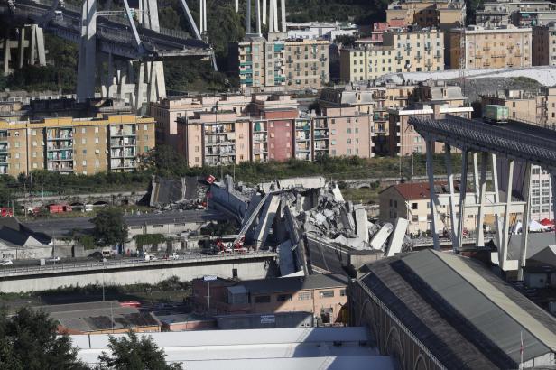 Pád mostu v Janově tvrdě zasáhl akcie provozovatele dálnic Atlantia. Propadly se téměř o čtvrtinu