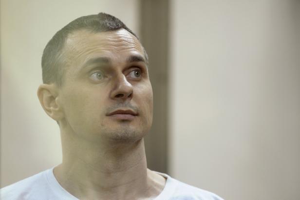 Kreml odmítl žádost Sencovovy matky o milost pro vězněného režiséra. Tvrdí, že ji musí sepsat sám