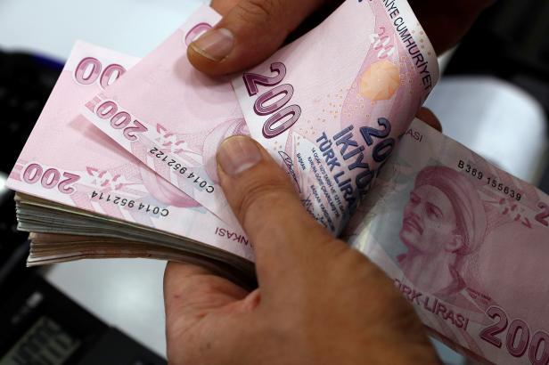 Katar drží při Turecku. Přislíbil mnohamiliardové investice