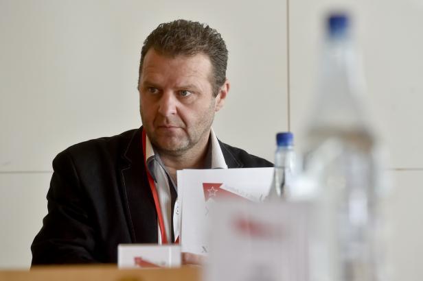 Žádost o Ondráčkovo vydání se týká trestního oznámení za pomluvu, které podal Horáček