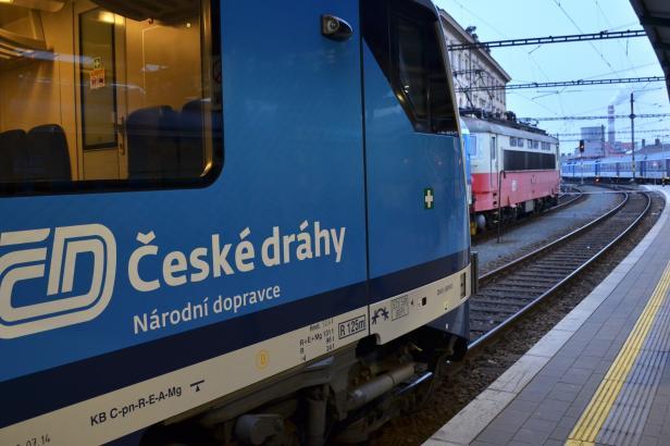 Českým drahám hrozí ztráta regionálních spojů. Jejich výhodou je ale dostatek vozů