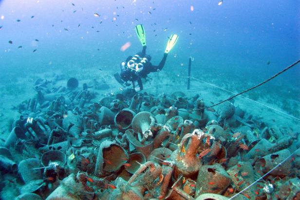 Vrak u Kypru starý 2400 let ukázal archeologům, jak se v antice stavěly lodě
